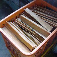 金属や有害物質を含む可能性のある素材は機械には使用しません